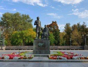 Памятник Пушкину и няне