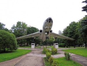 Памятник-самолет ТУ-16