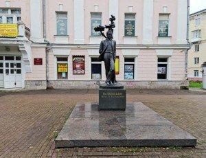 Памятник М. Исаковскому