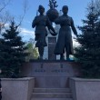 Фото Памятник Алии Молдагуловой и Маншук Маметовой 7