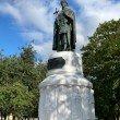 Фото Памятник княгине Ольге в Пскове 3