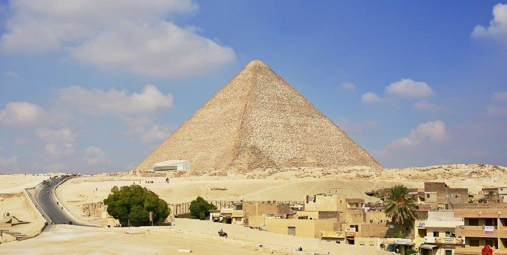 Процесс возведения и строительства пирамиды