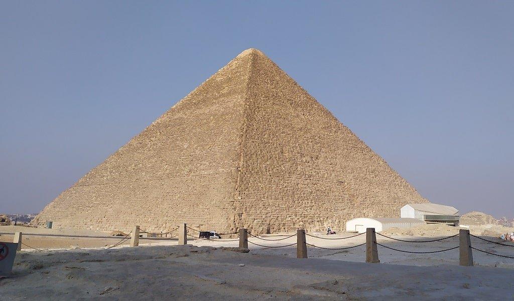 Грани пирамиды Хеопса