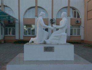 Фото Памятник «Союз любви - мудрый брак»