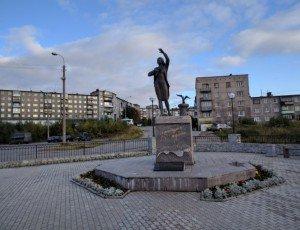 Фото Памятник женщине, ждущей своего моряка
