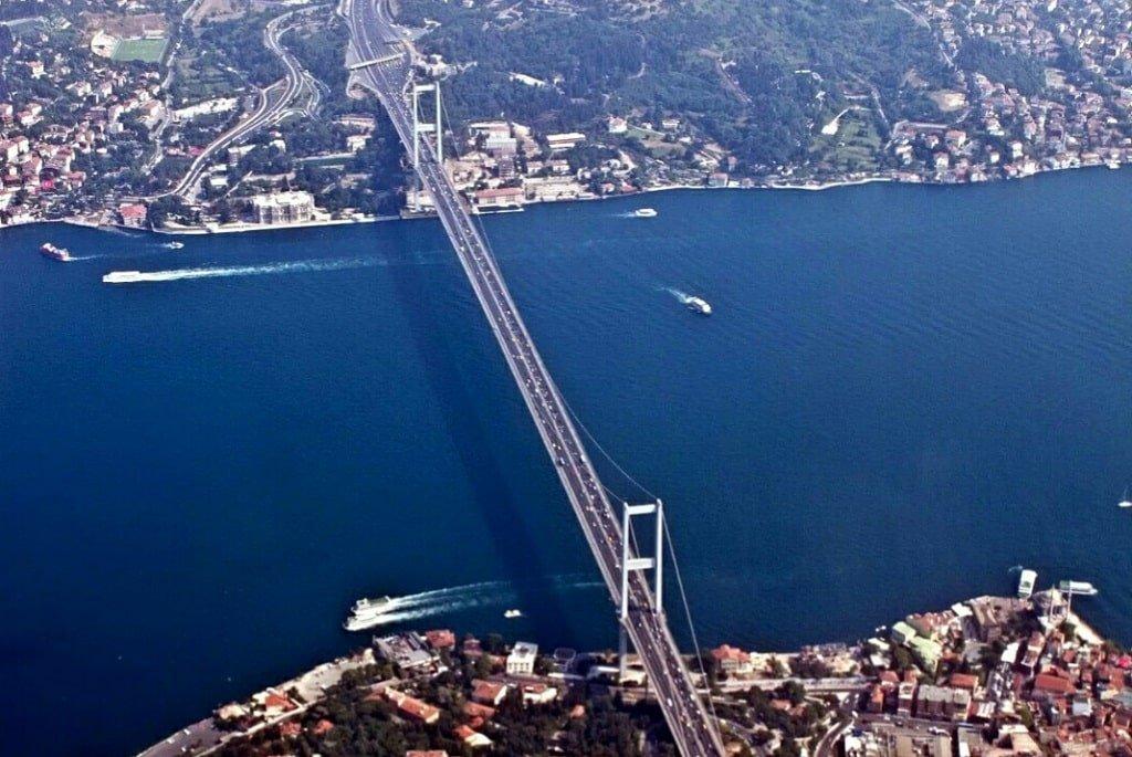 Вид сверху на Босфорский мост