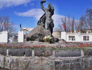 Фото Памятник Анатолию Бредову