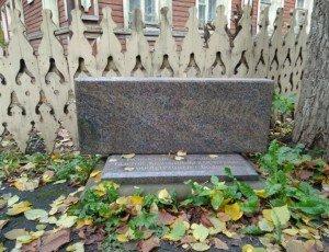 Памятник резному полисаду