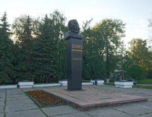 Памятник П. Беляеву