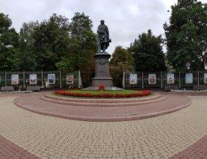 Фото Памятник Тютчеву в Брянске