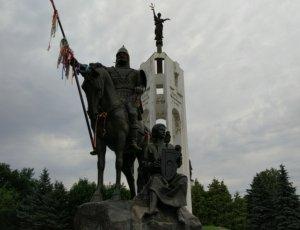 Памятник Александру Пересвету и Бояну на Покровской горе