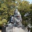 Фото Памятник рунопевцу 4