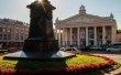 Фото Памятник Тютчеву в Брянске 3
