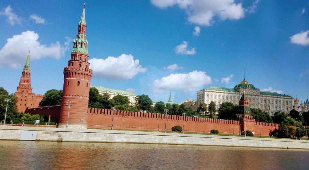Вид на Башни Московского Кремля с Москвы реки
