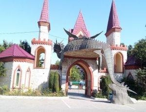 Парк аттракционов «Три дракона»