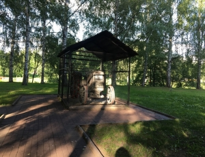 Фото Памятник трактору