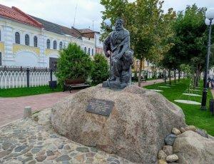Фото Памятник бурлаку