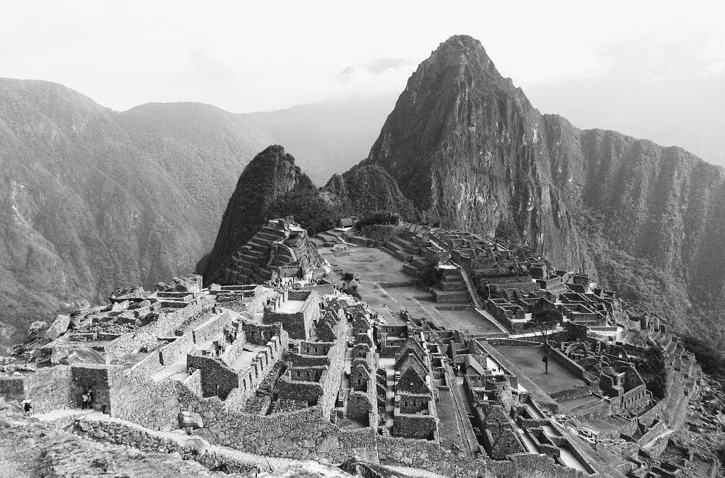 Черно белая фотография Мачу Пикчу