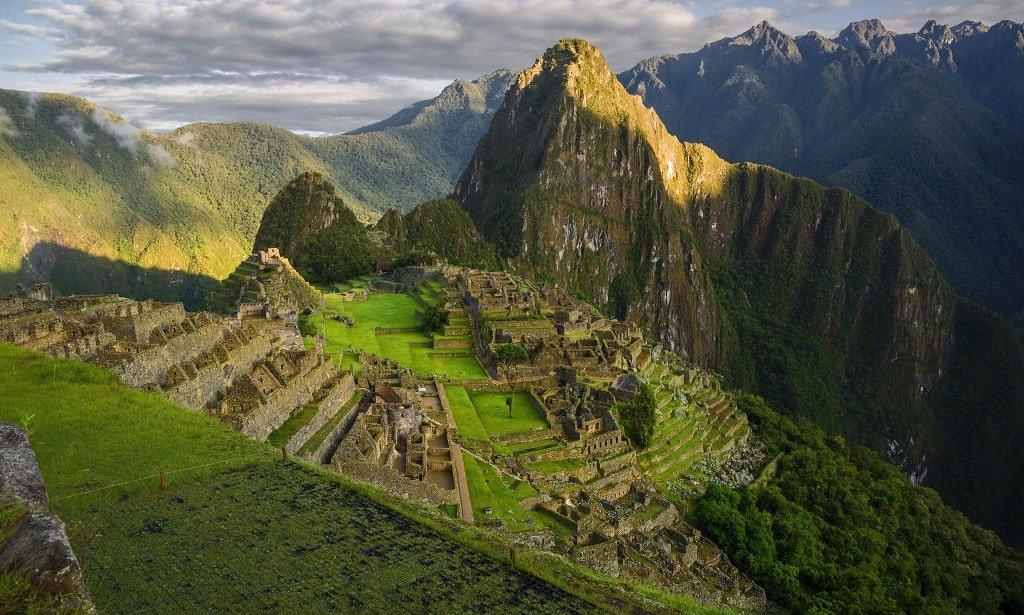 Вид на Мачу Пикчу с высоты