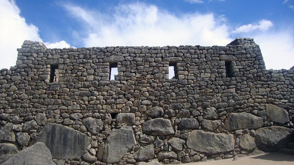 Кладка камней древнего города Мачу-Пикчу