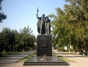 Вечный огонь и Памятник участникам Великой Отечественной Войны