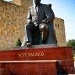 Фото Памятник Расулу Гамзатову в Махачкале 3
