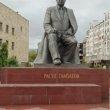 Фото Памятник Расулу Гамзатову в Махачкале 9