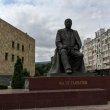 Фото Памятник Расулу Гамзатову в Махачкале 7