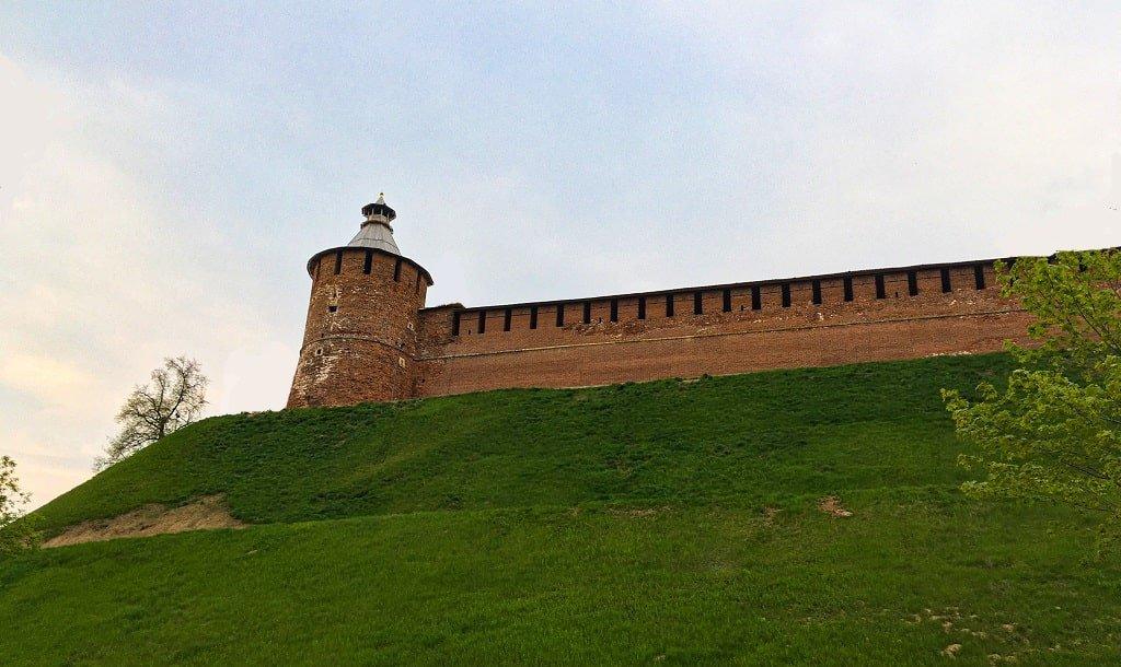 Фото Тайницкой башни Нижегородского кремля снизу