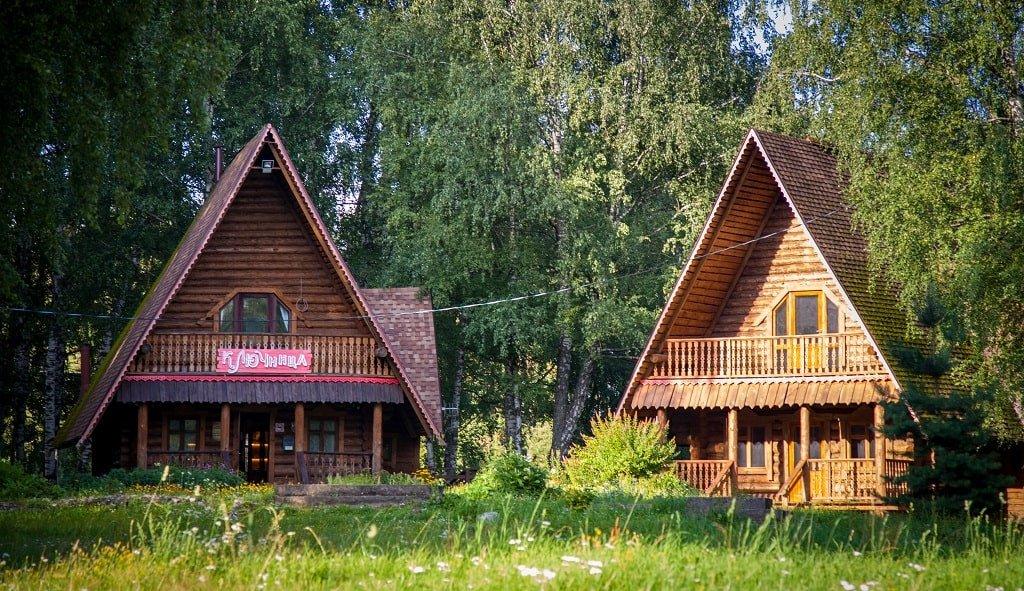 Домики в парке «Берендеевка»