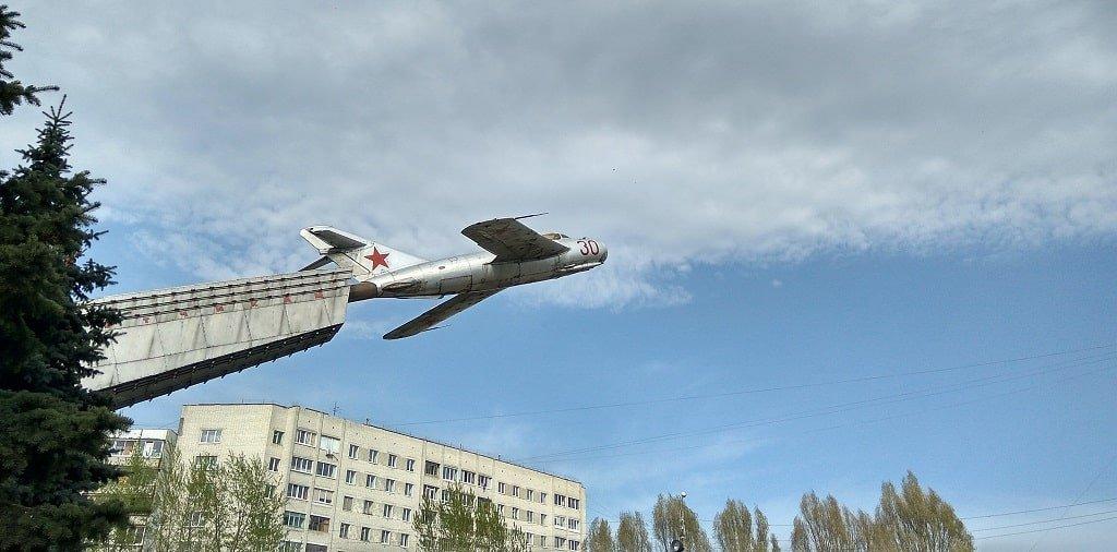 Памятник Лётчикам в Брянске