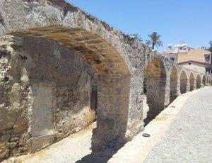 Фото Никосийский старый акведук